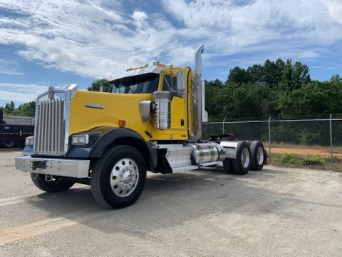 Pre-Owned 2017 Kenworth W900